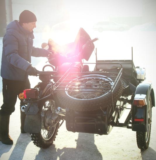 ездил на мотоцикле зимой