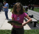 Девочка-рыбачка фото