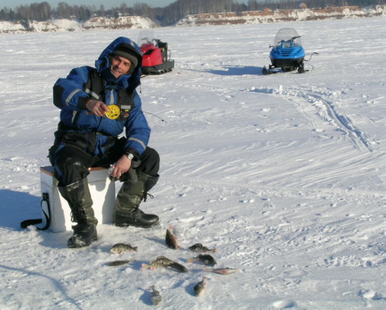 Поездка на рыбалку на снегоходе