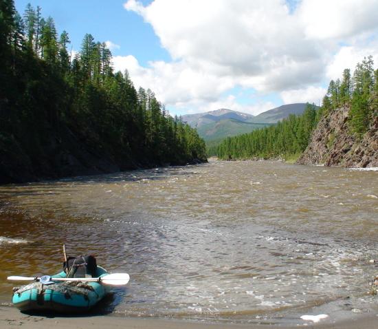 Ловить рыбу с резиновой лодки