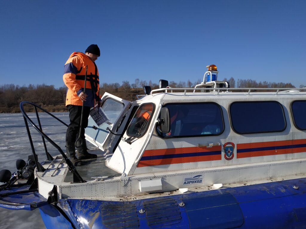 В Тульской области рыбаков сняли с оторвавшейся льдины