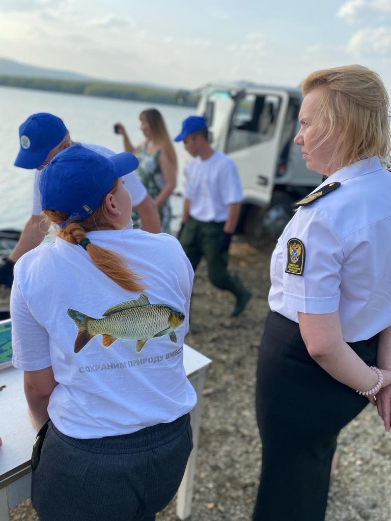 В Вогульское водохранилище выпустили свыше 17 тысяч сазанов